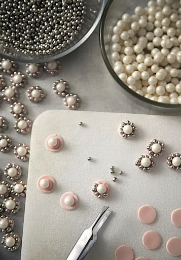 How to make beautiful jewels for cakes by Zulay Ferrer
