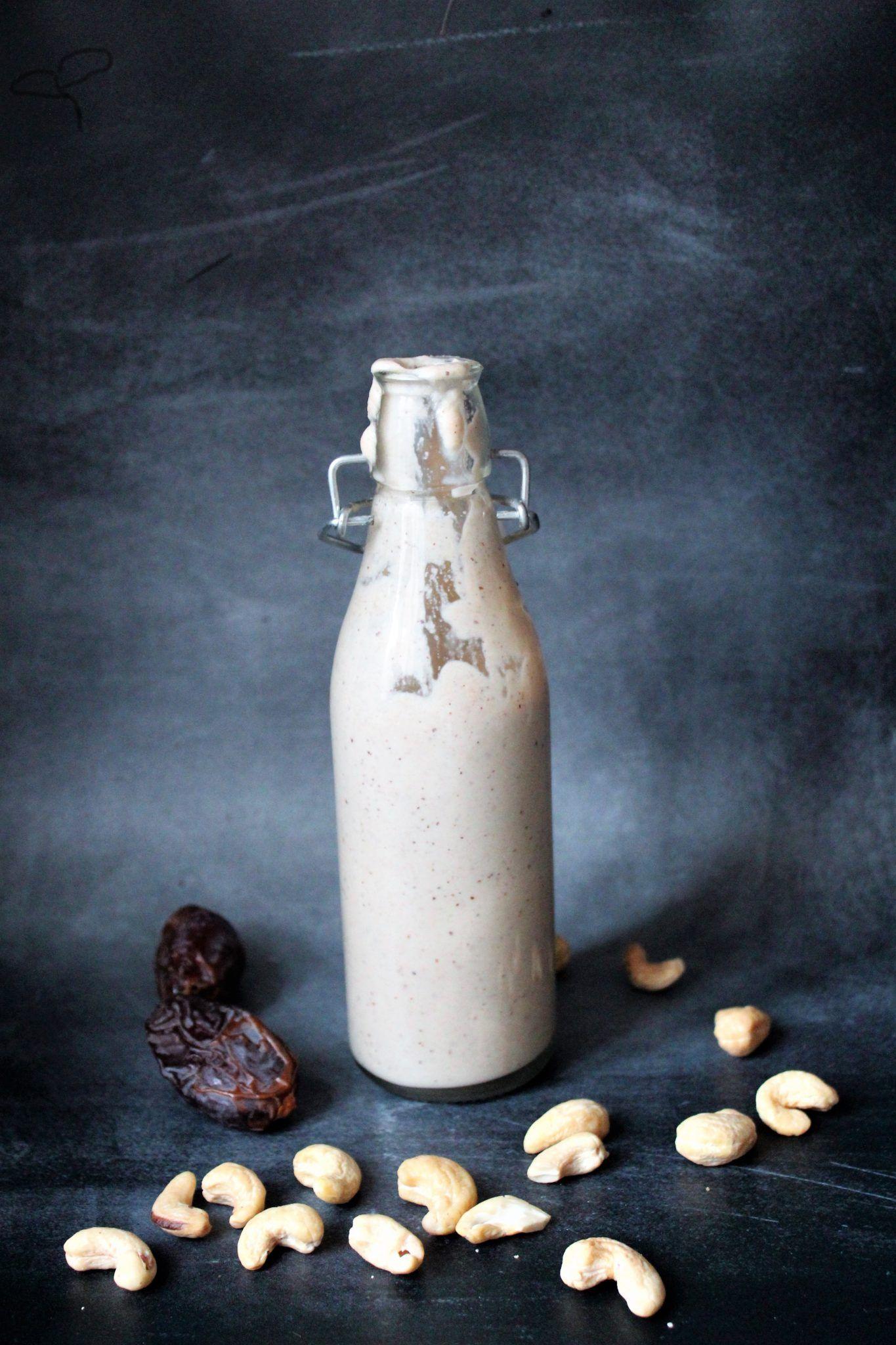 Nem cashewfløde med dadler - kan bruges som kaffefløde eller kagecreme