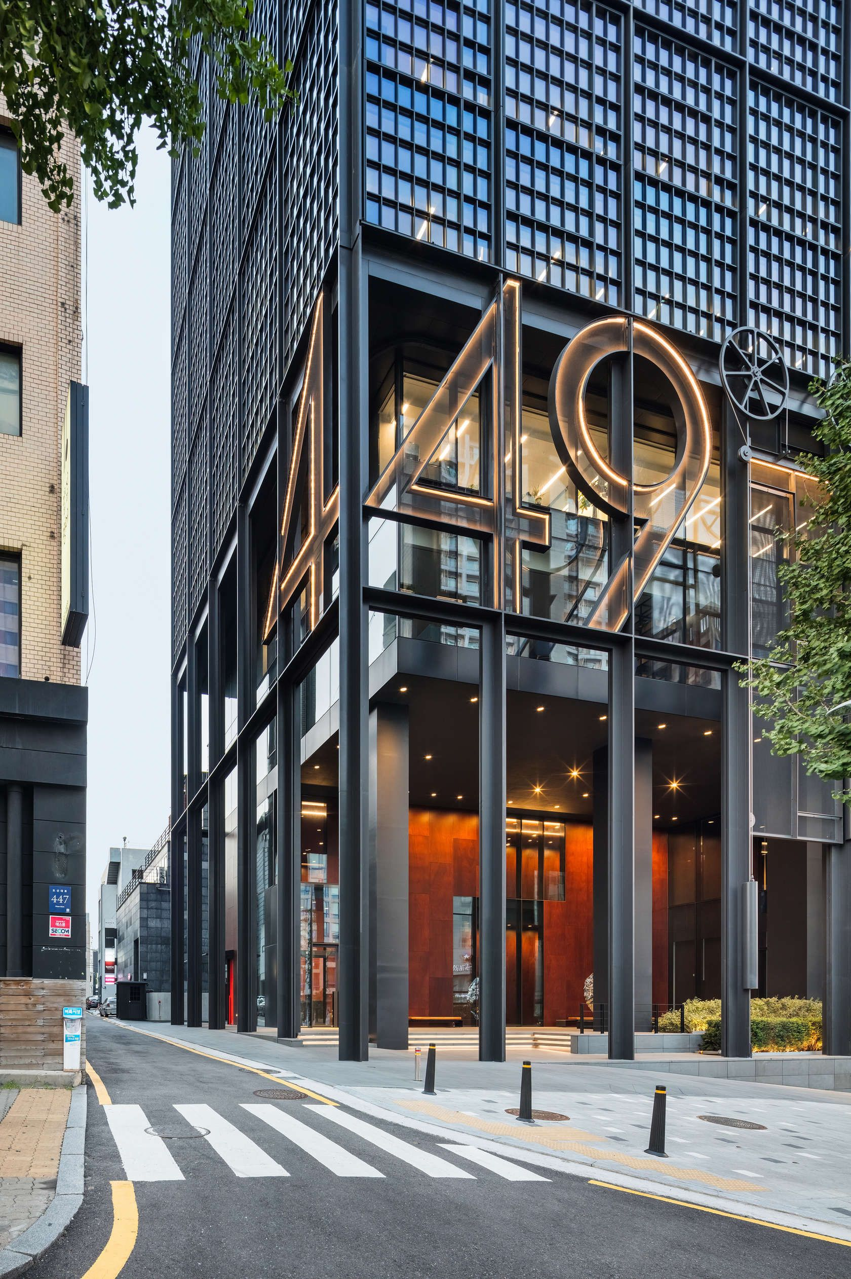 Shinsegae international by olson kundig s structure for International decor surfaces