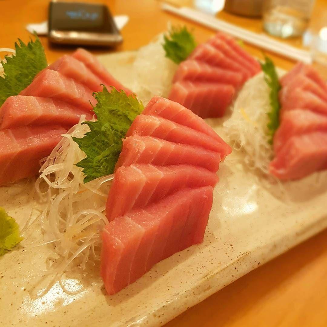 Tuna time!  | Enlouquecida por sashimi de atum! Quem mais aí hein?! #sashimi #dinner #yummy #Thebest #tuna by thassianaves