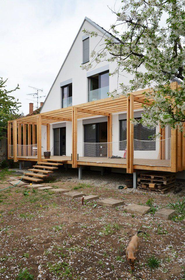 toito architekti // Dom SAAL // Typizovaný dom z 50tych rokov so štvorcovou základňou a stanovou strechou sa mení na súčasné bývanie s pamäťou miesta.