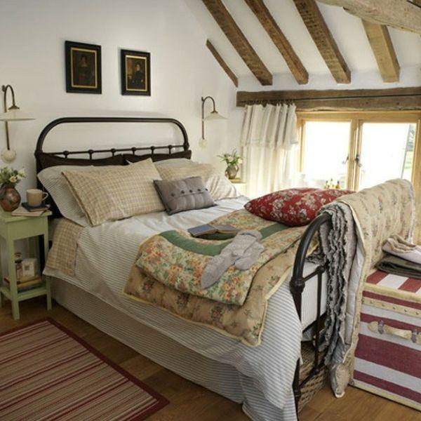 schönes-bett-im-schlafzimmer-landhausstil- viele bettwäsche - Die - ideen für das schlafzimmer