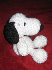 Free pattern to make this Snoopy