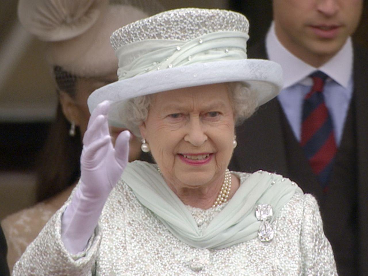 Queen Elizabeth celebrates 60th coronation anniversary