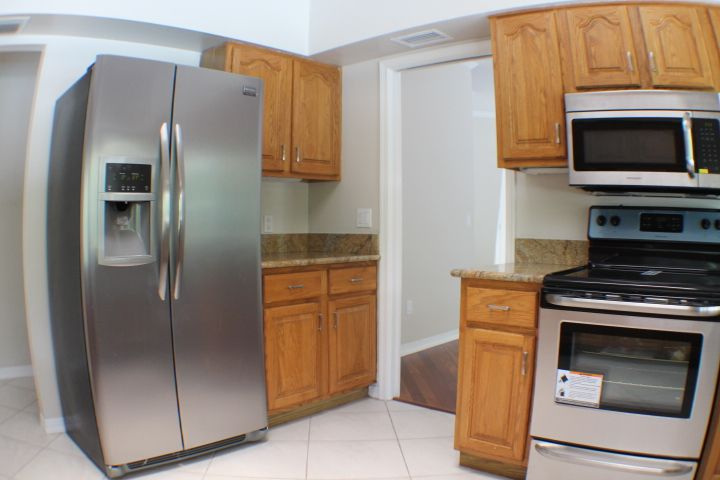 Brand New Stainless Steal Appliances For A Modern Kitchen Http Www Naplesflgolfrealestate Co Modern Kitchen Stainless Steal Appliances Stainless Appliances