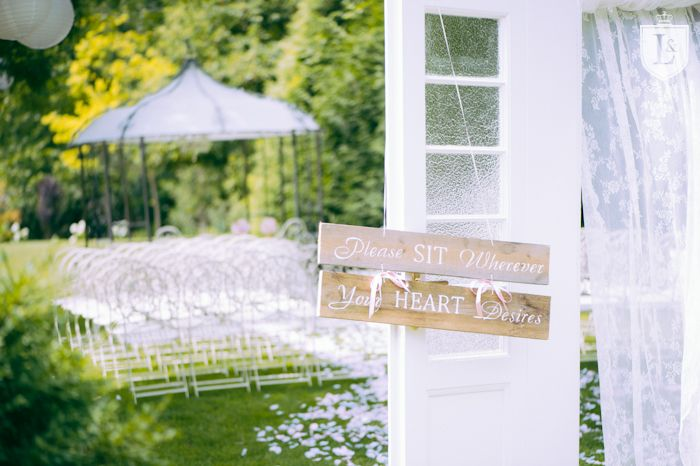 Shabby Chic Wedding Location Austria Aiola Im Schloss St Veit Graz More On Http Www Ladiesandlord Com En Destination Wedding Photogra Graz Location Schloss