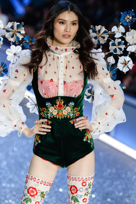 Sui He walks 2016 Victoria s Secret Fashion Show Details