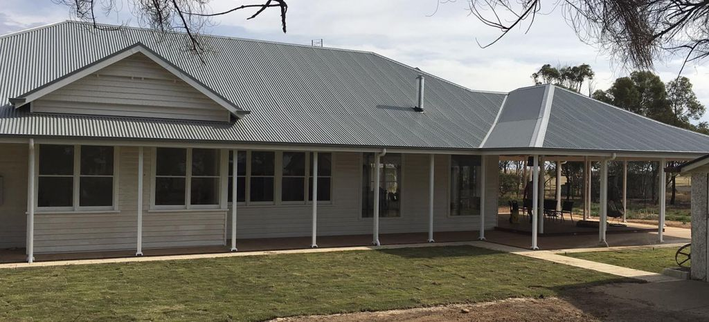 Best Windspray® Exterior House Colors Combinations Roof Colors 400 x 300