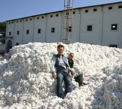 Our CEO's Lisa Muhr and Igor Sapic taking a bath in ou #heavenly #indian #organic #cotton! #love #fairfashion #ecofashion #fairtrade  #Göttin desGlücks #gdgfashion #slowfashion #sustainable    Kleider   shop online