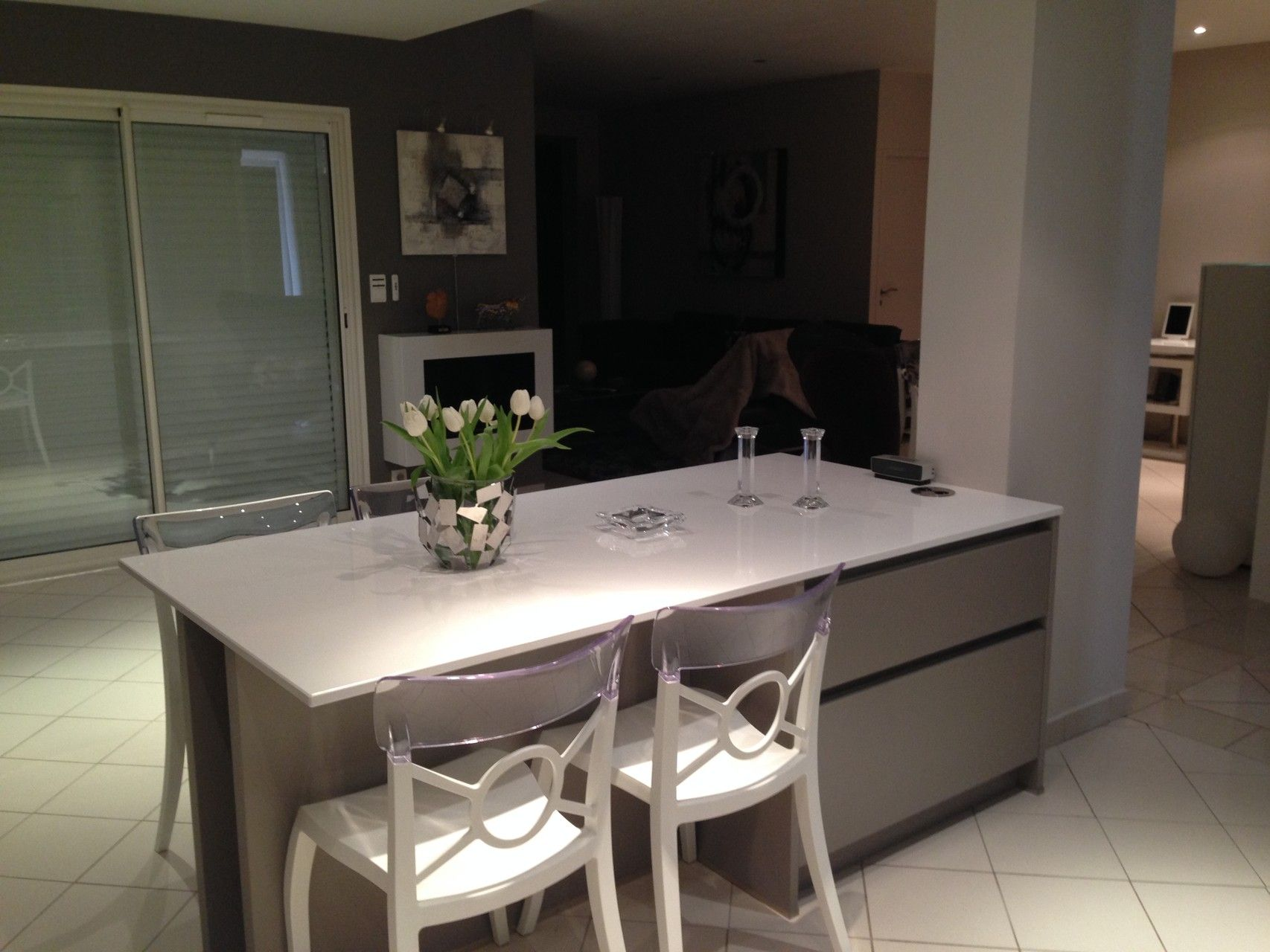 cuisine design toulouse a imaginé cette cuisine avec ilot table et