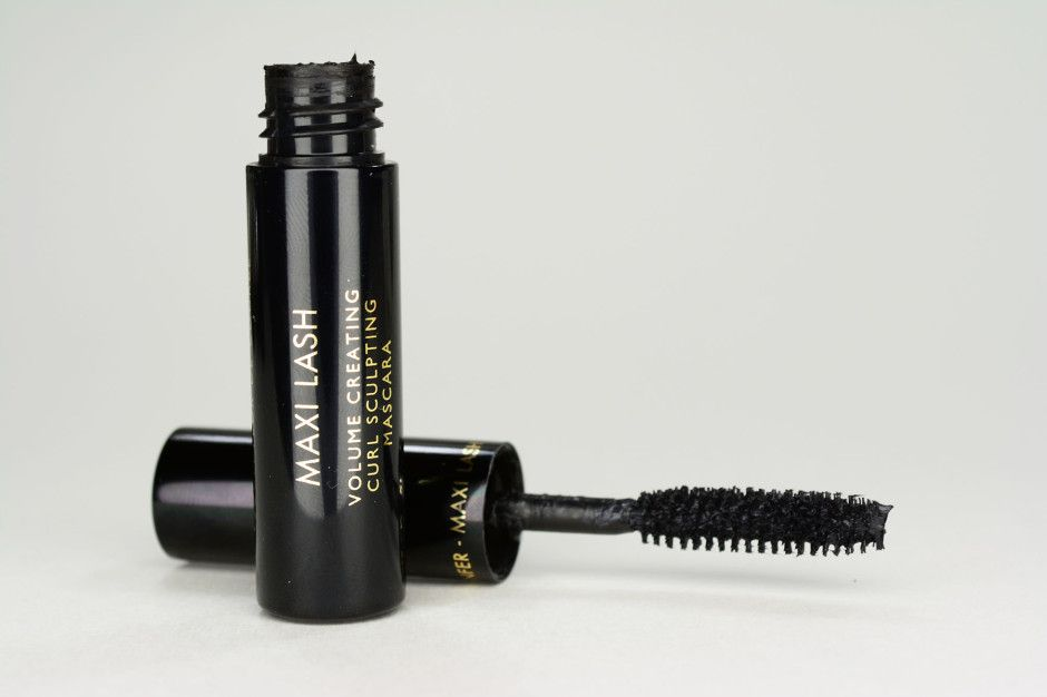 Review Guerlain Cils D Enfer Maxi Lash Mascara A Different Face Your Daily Taste Of Luxury Beauty Mascara Lashes Mascara Lashes