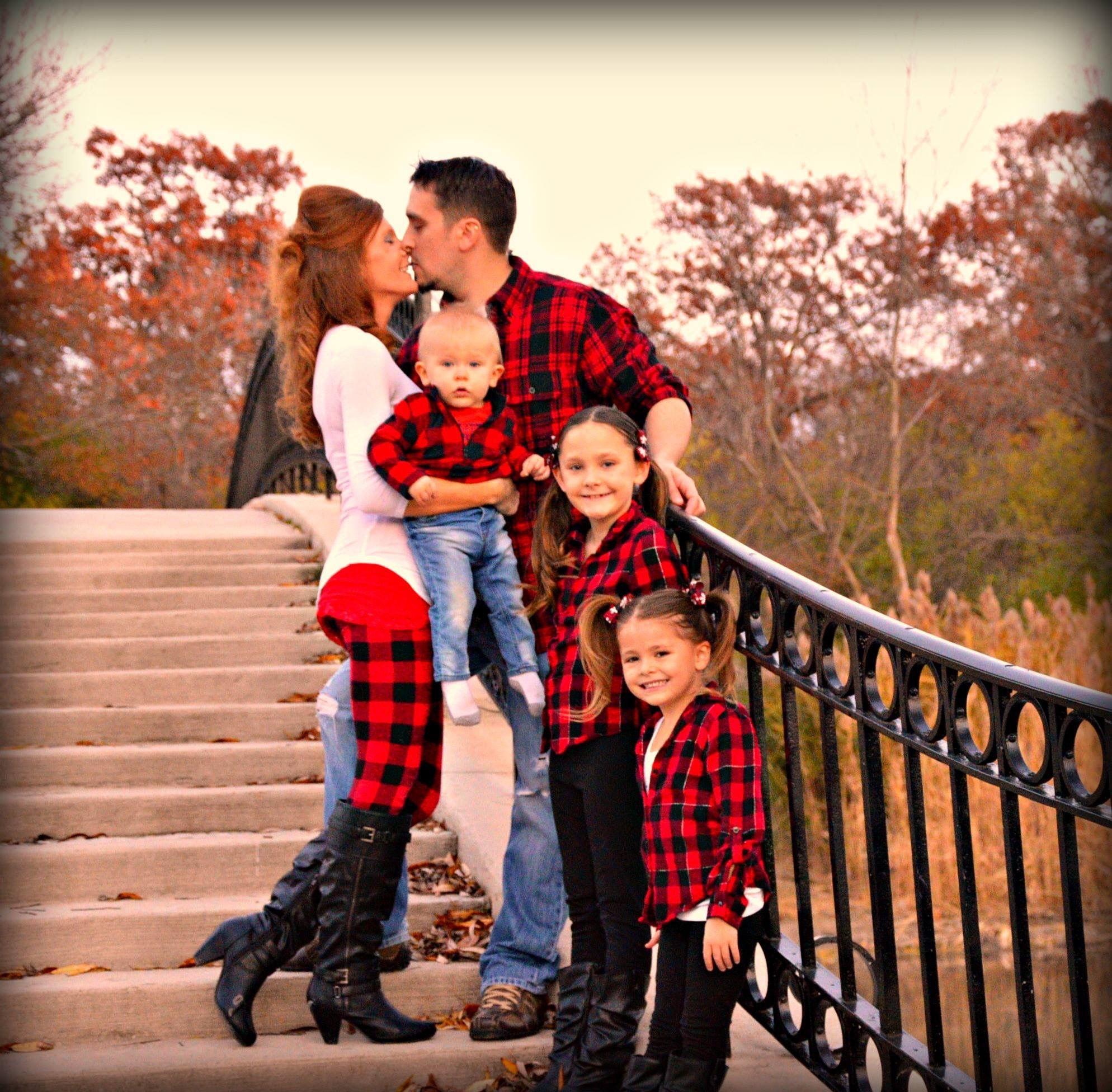 Family Christmas Card Photo Shoot Ideas Black Red Plaid