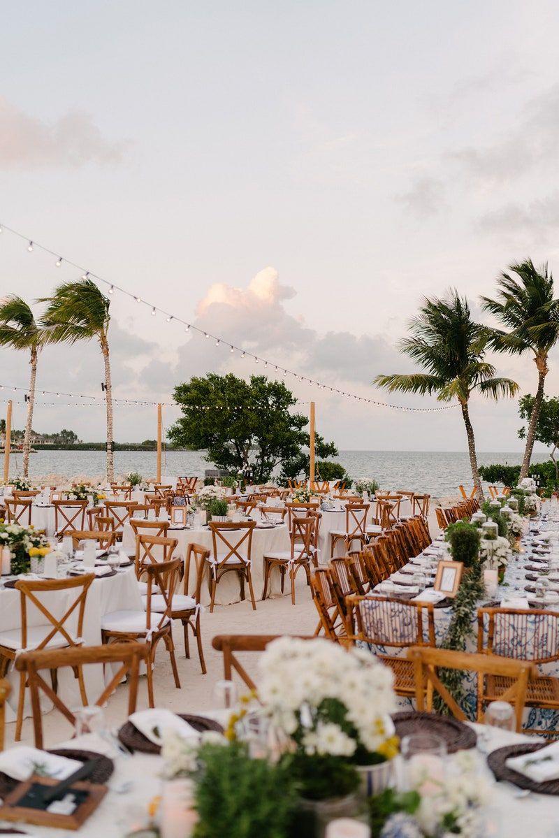 La Dolce Vita Meets Old School Beach Style At This Wedding In Key Largo In 2020 Beachy Wedding Vogue Wedding Beach Wedding