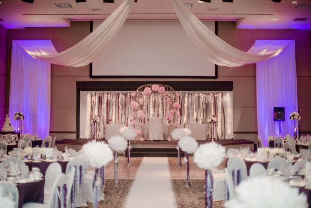 As You Wish Fl Design Early Spring Wedding At The Hy Vee Conference Center Ceremony And Reception In Same Room