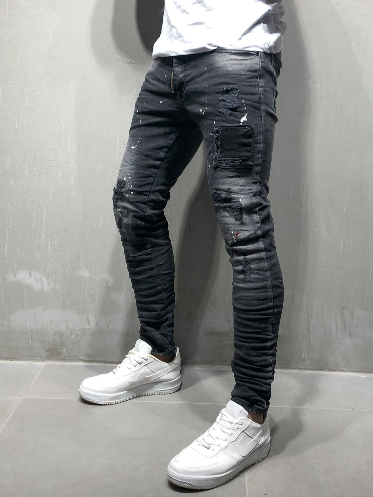 Black Ripped Jeans Skinny 4084 is part of Ripped jeans men - ITEM DESCRIPTIONS  Jeans  Black Ripped Patched Zipper detail next to fastening Skinny fit 5 Standard Pockets Button Fastening 98% Cotton and 2% Elastane Item weight 616 gr MODEL'S SIZE  Height 186 Weight 81 Size 32Why MONOCLOTH  13 DAYS EXPRESS DELIVERY We ship packages with express and deliver fast  RE