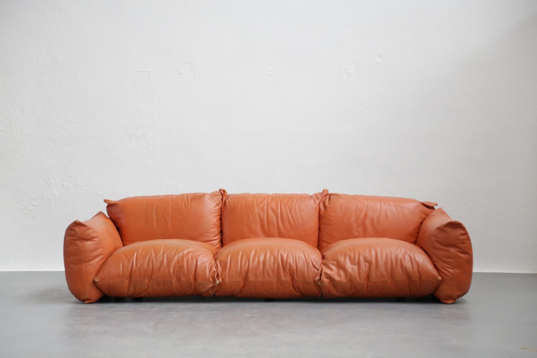 Italienisches Cognac Ledersofa 1960er Bei Pamono Kaufen Italian Leather Sofa Leather Sofa Sofa