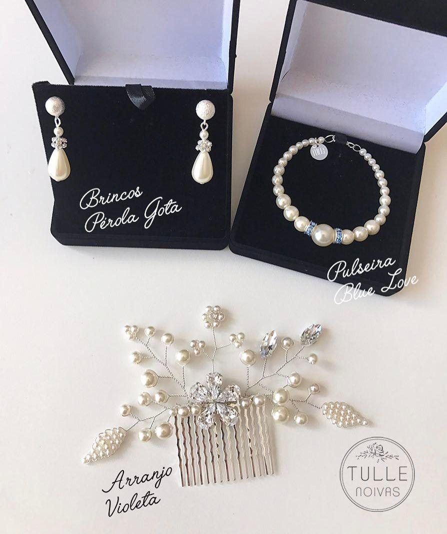 Pedido lindo de uma querida noiva mineira: #ArranjoVioleta ✨ #PulseiraBlueLove e Brincos Pérola Gota (consultar opções pelo e-mail tullecontato@gmail.com).  Amamos o conjunto escolhido! Faça sua compra diretamente pelo site: www.tullenoivas.com