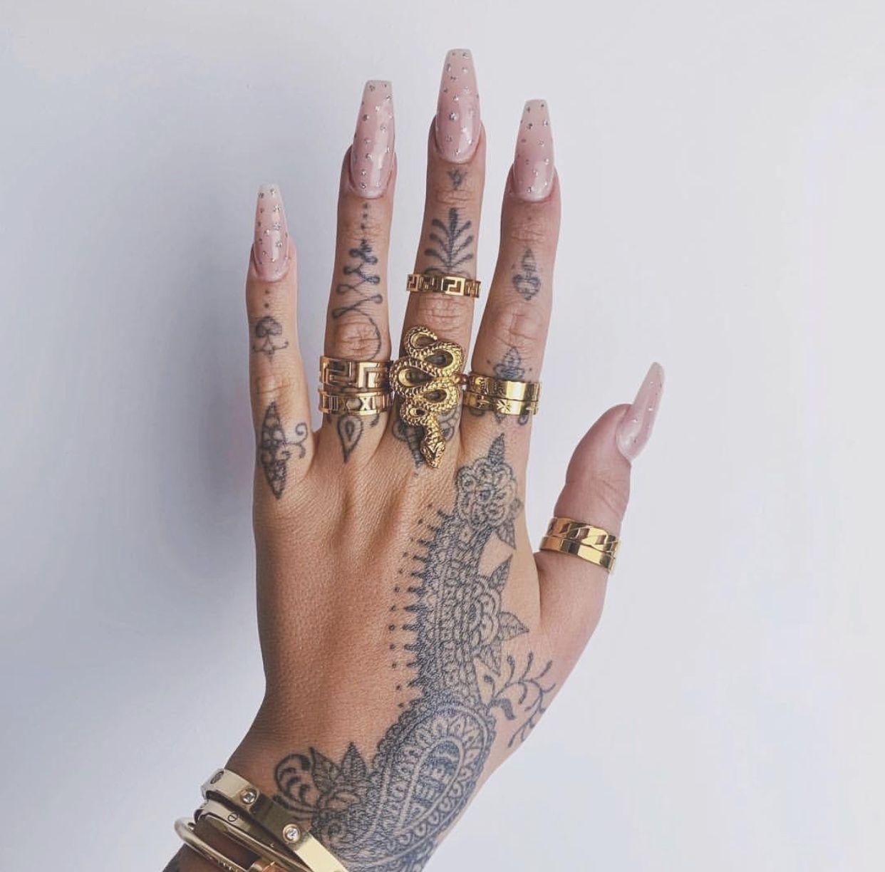 Jamie Genevieve Jamie Genevieve in 2020 Finger