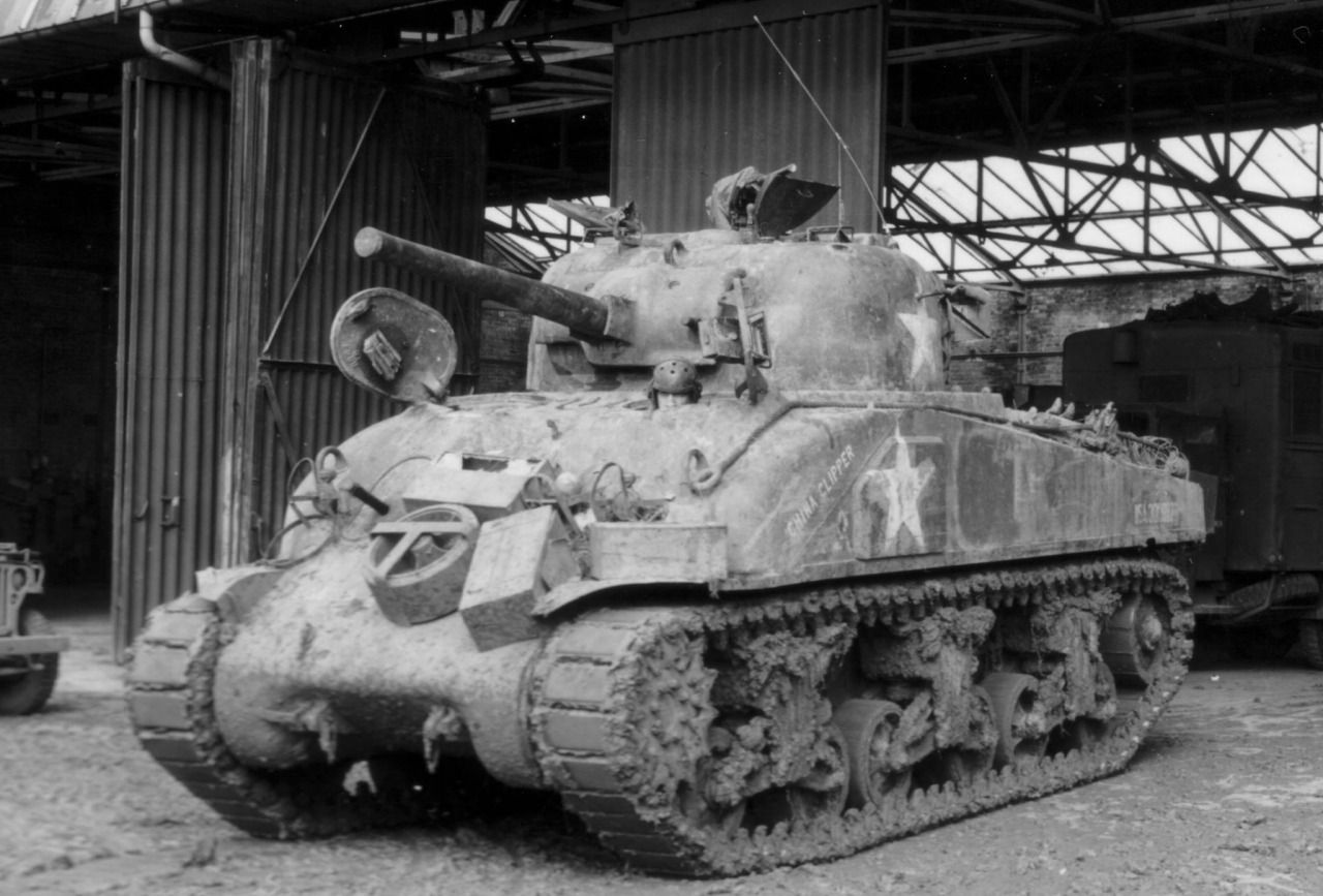 sherman vrs light The m4 sherman is an american advanced medium tank in ruse development of the m4 began in 1940, but production was delayed until 1941 due to issues installing the 75mm cannon into a rotating turret.