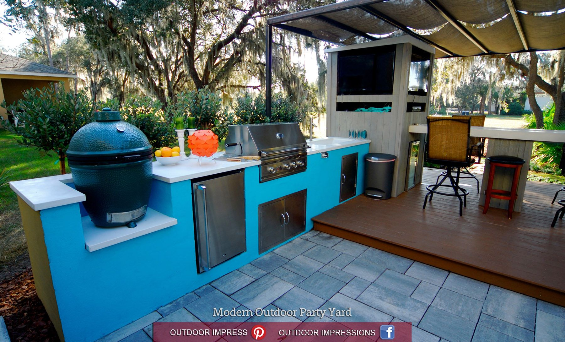 Modern Outdoor Party Yard: outdoor kitchen with smoker, refrigerator ...