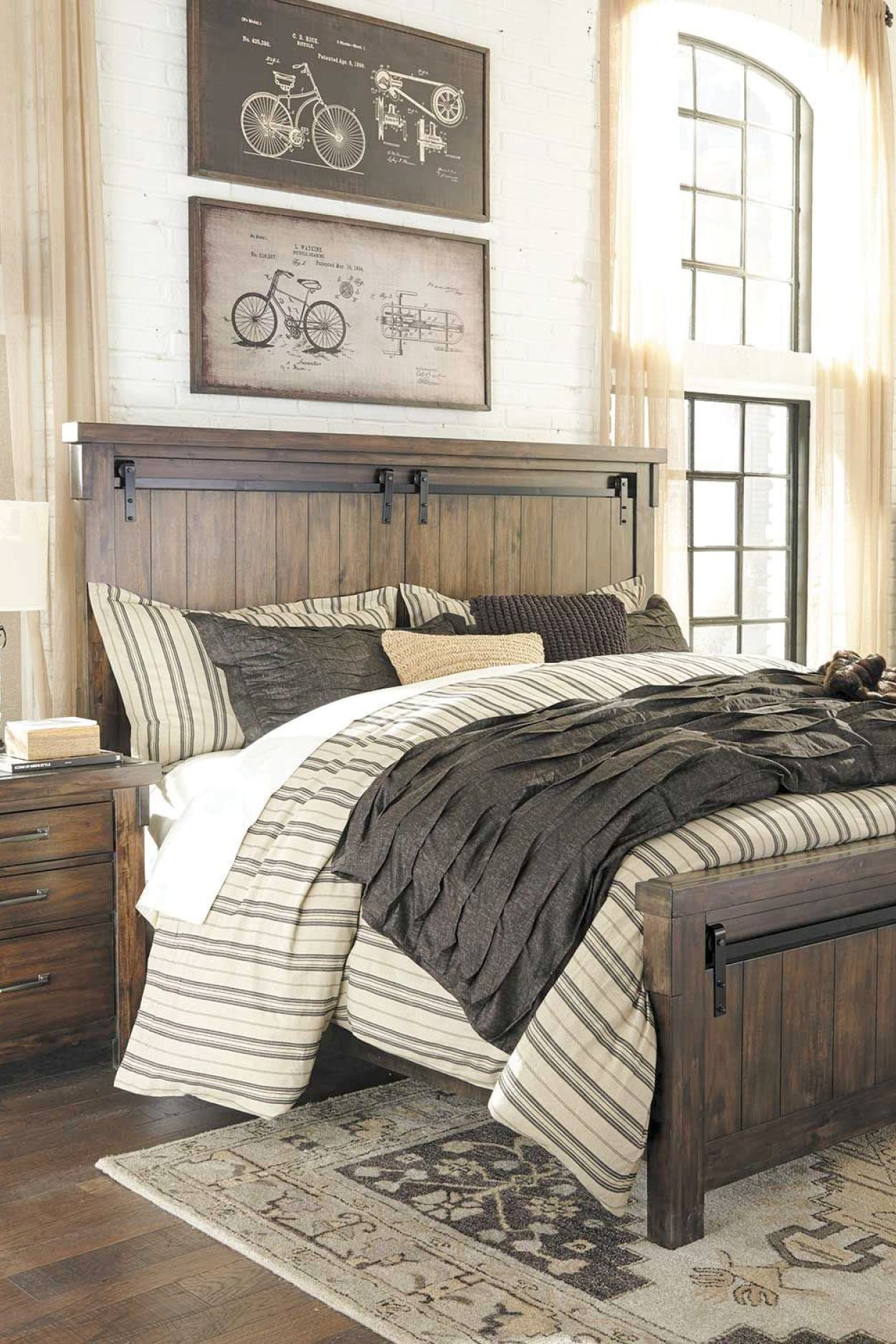 The Lakeleigh 5 Piece Bedroom Set By Ashley Furniture Combines Rustic Style And Urban Cool To Create A Warm Inviting That S Filled