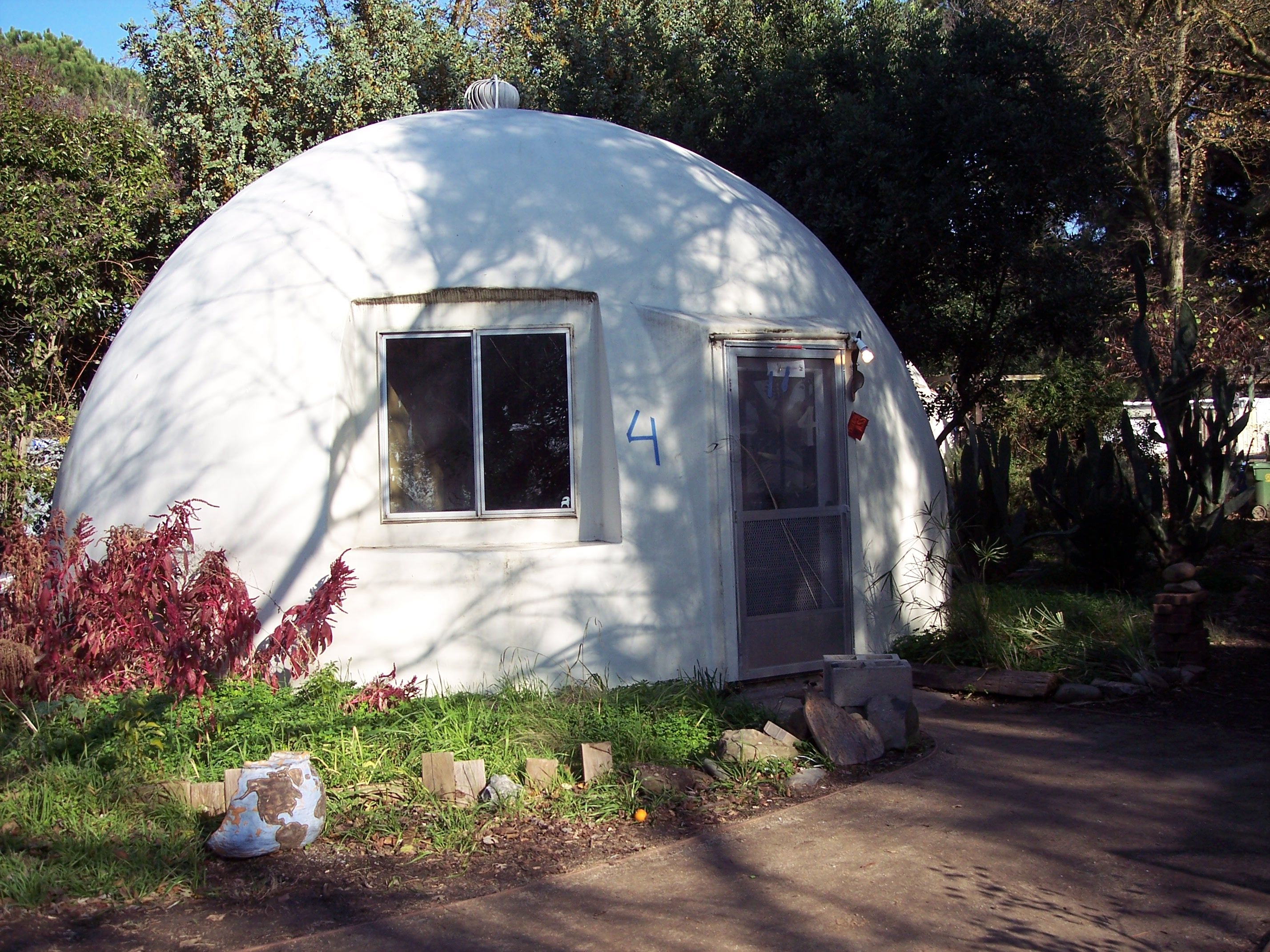 Fiberglass dome cottage in Davis California This