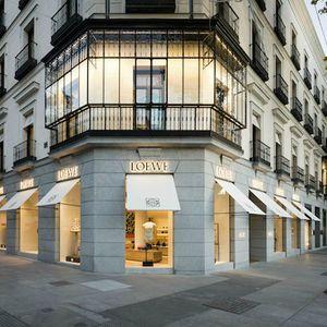 ロエベジョナサンアンダーソンが手がける世界最大級の旗艦店をスペインにオープン