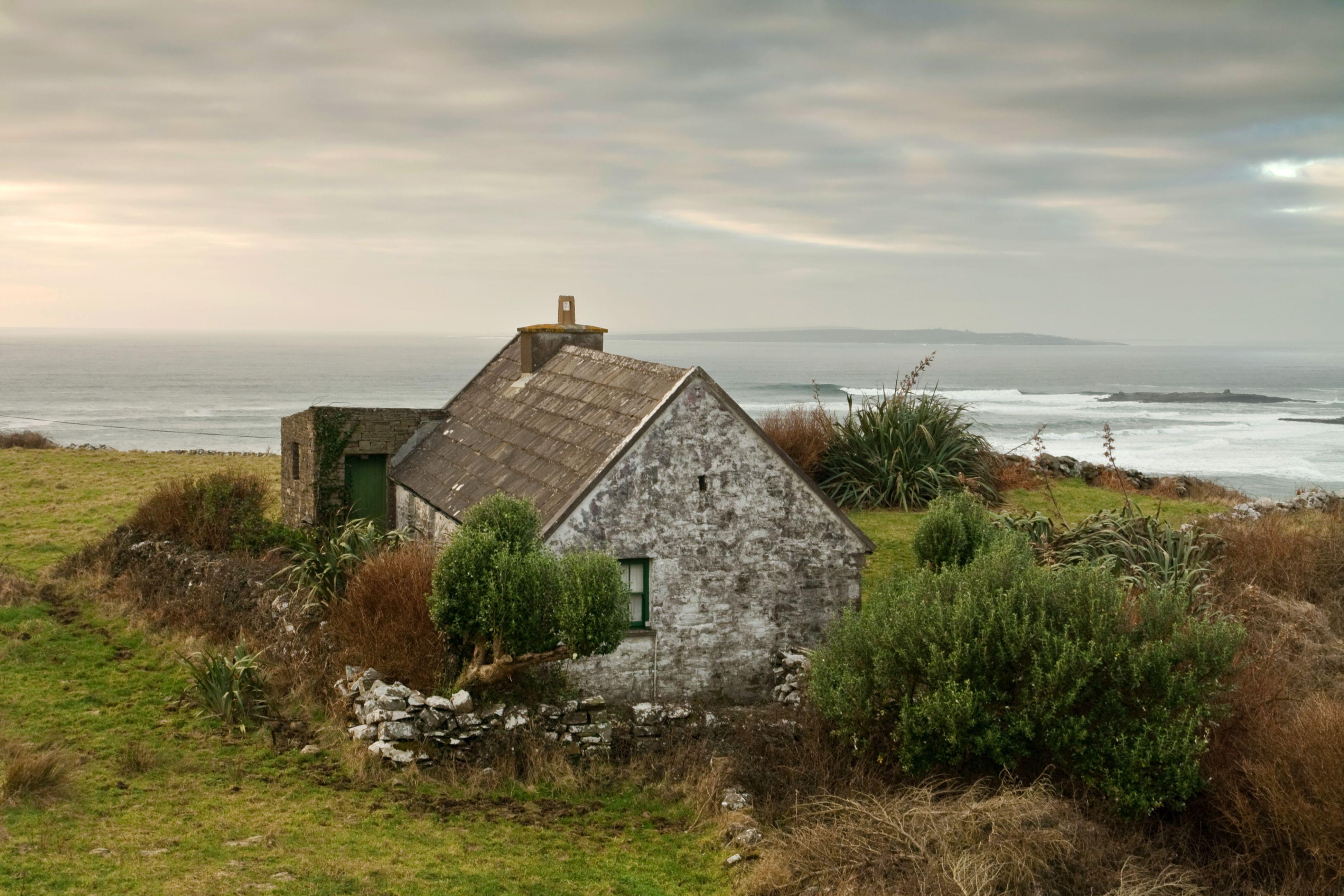 Pin by melinnie angela on Countryside Irish houses