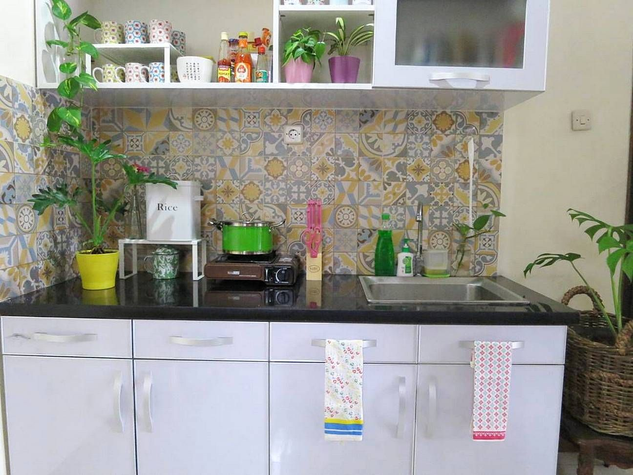Warna keramik dapur cantik untuk keramik dinding dapur for Dapur kitchen set