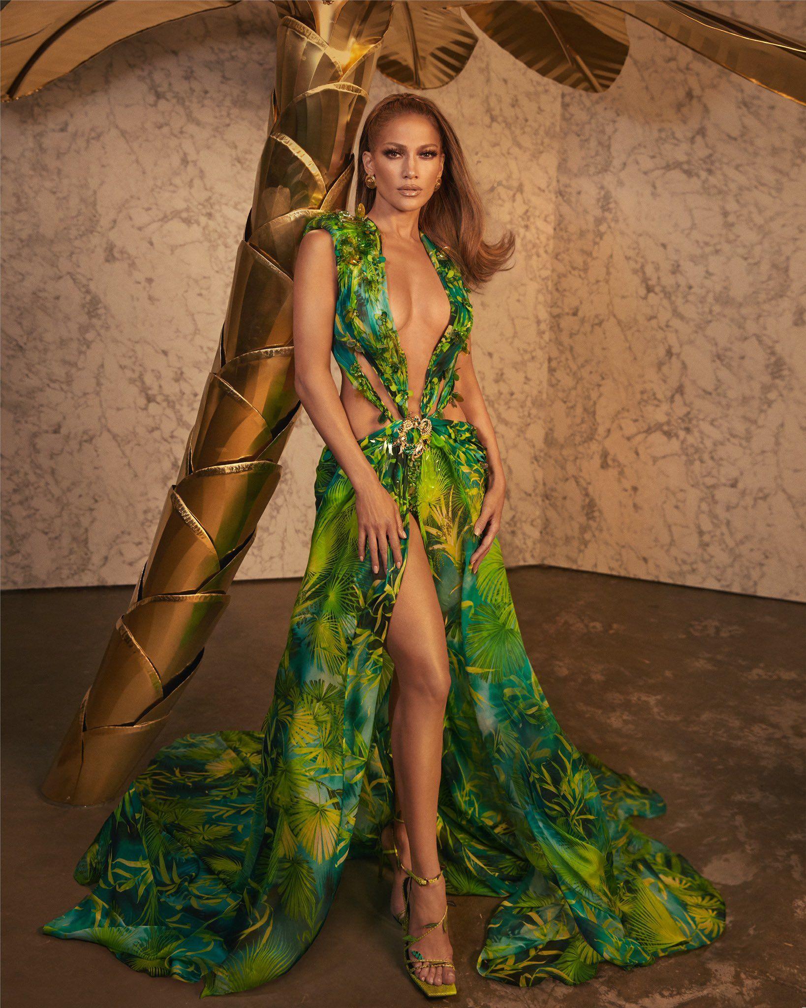 Versace On Twitter Fashion Jungle Dress Runway Dresses [ 2048 x 1638 Pixel ]