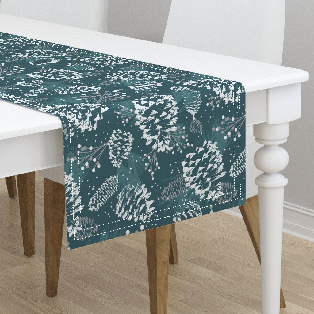 Natural Heavy Cotton Sateen Minorca Table Runners Add A Quick Splash Of Color And Pattern Christmas Table Runner Christmas Table Pillows And Throws