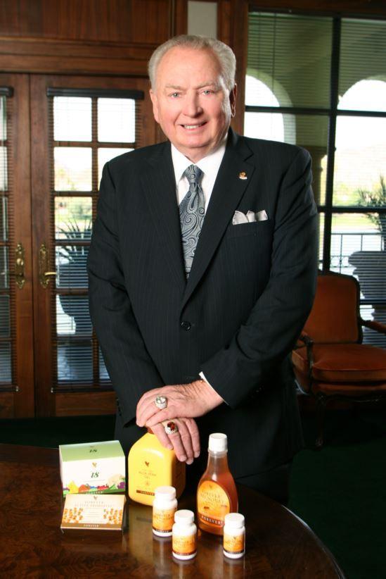 Rex Maughan l'uomo che nel 1978 iniziò la storia di Forever Living Products, multinazionale oggi presente in oltre 150 Paesi nel Mondo.