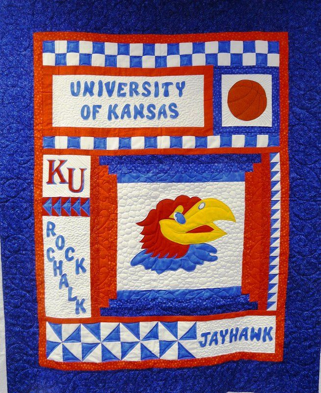 Ku Quilt I Want One With Images Sports Quilts Quilt