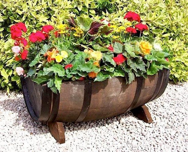 Wine barrel planter 15 cool diy ideas to use old wine for Wooden barrel planter ideas