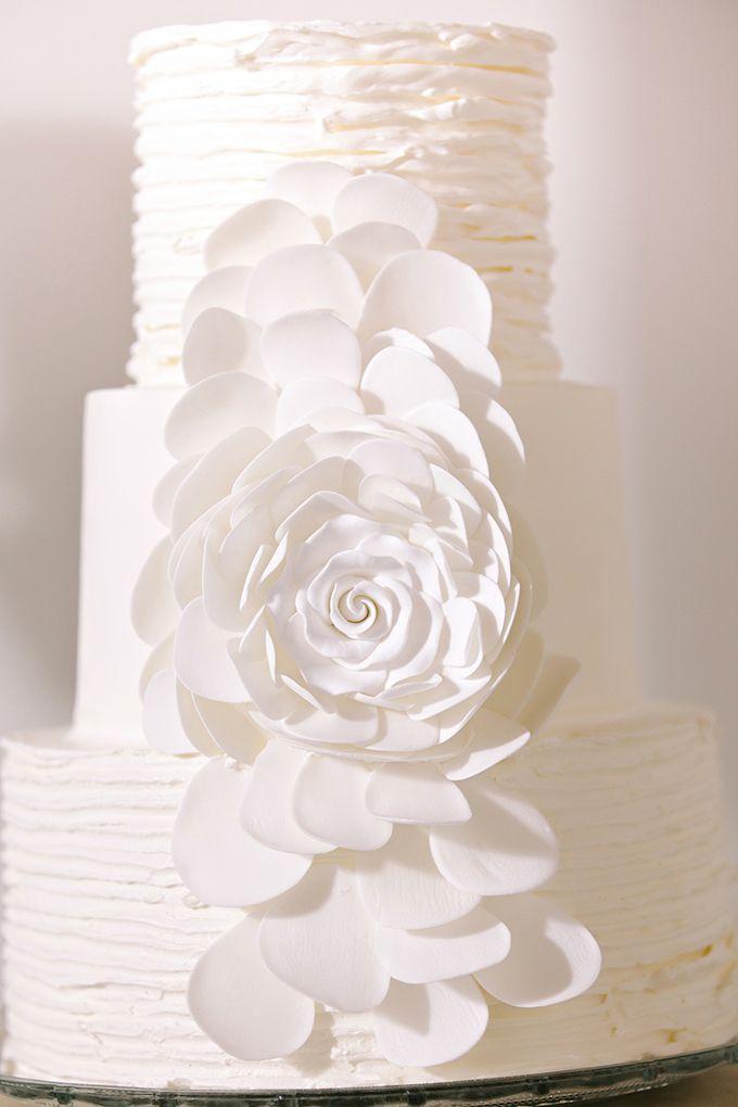 fun white wedding cake | dear wesleyann | Glamour & Grace
