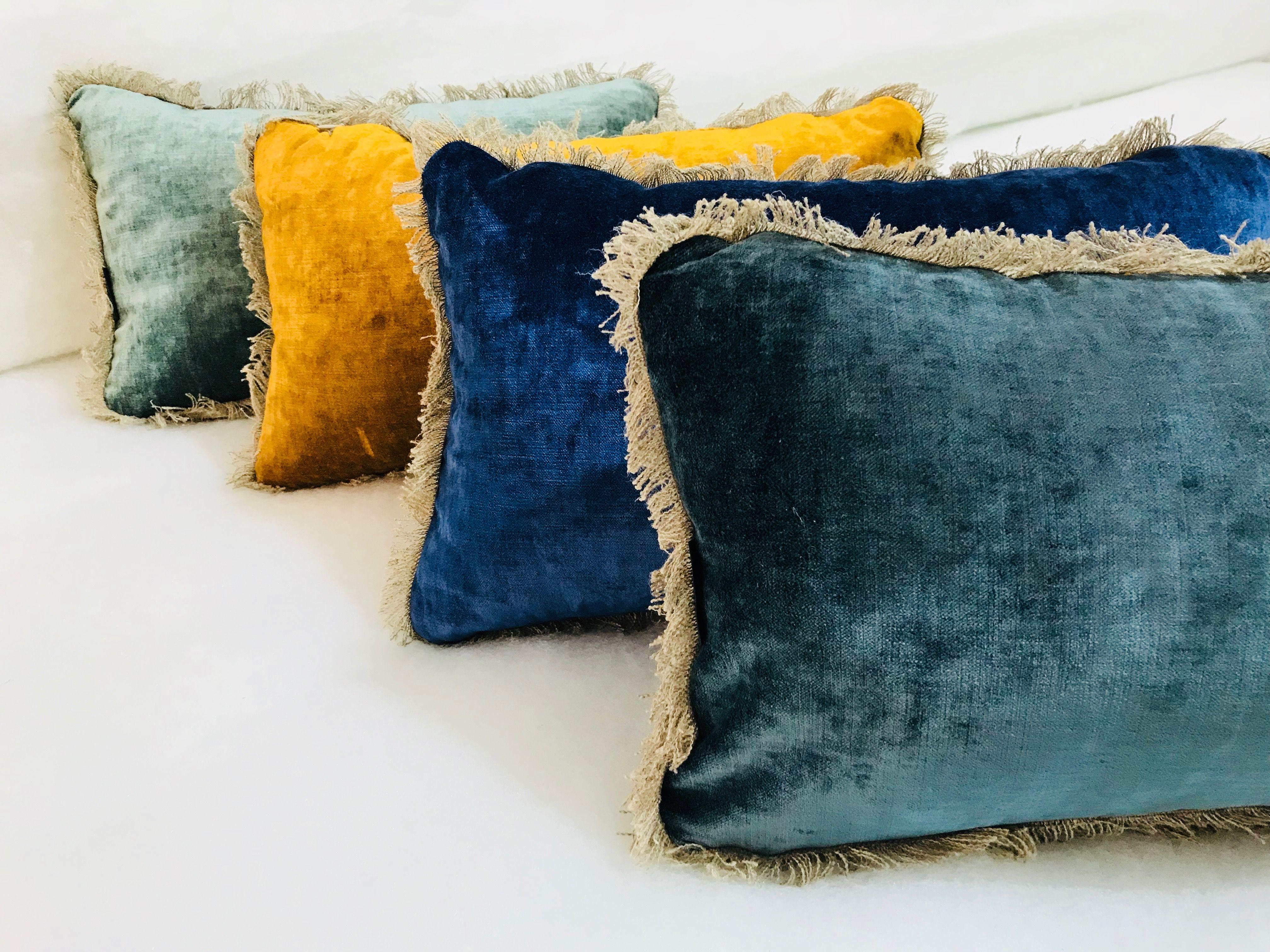 Coussins Tsar En Velours Lave Bleu Canard Bleu Outremer Curry Et Vert Celadon Coussin Velours Coussin Coussin Lit