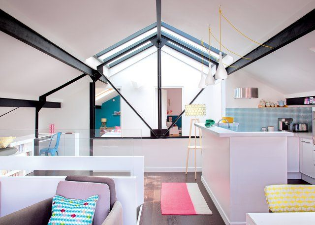 Une cuisine semi ouverte par un petit muret blanc Lofts, Interiors - Cuisine Ouverte Sur Salle A Manger Et Salon