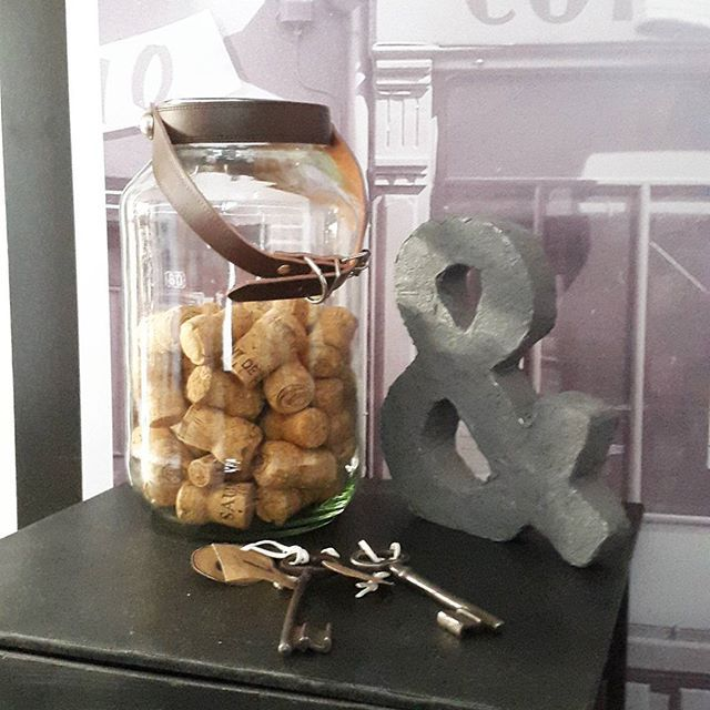DIY customiser un bocal #decoration #diy #brico #bocal#customiser  Un bocal + des colliers pour chien = une jolie custo à pas cher