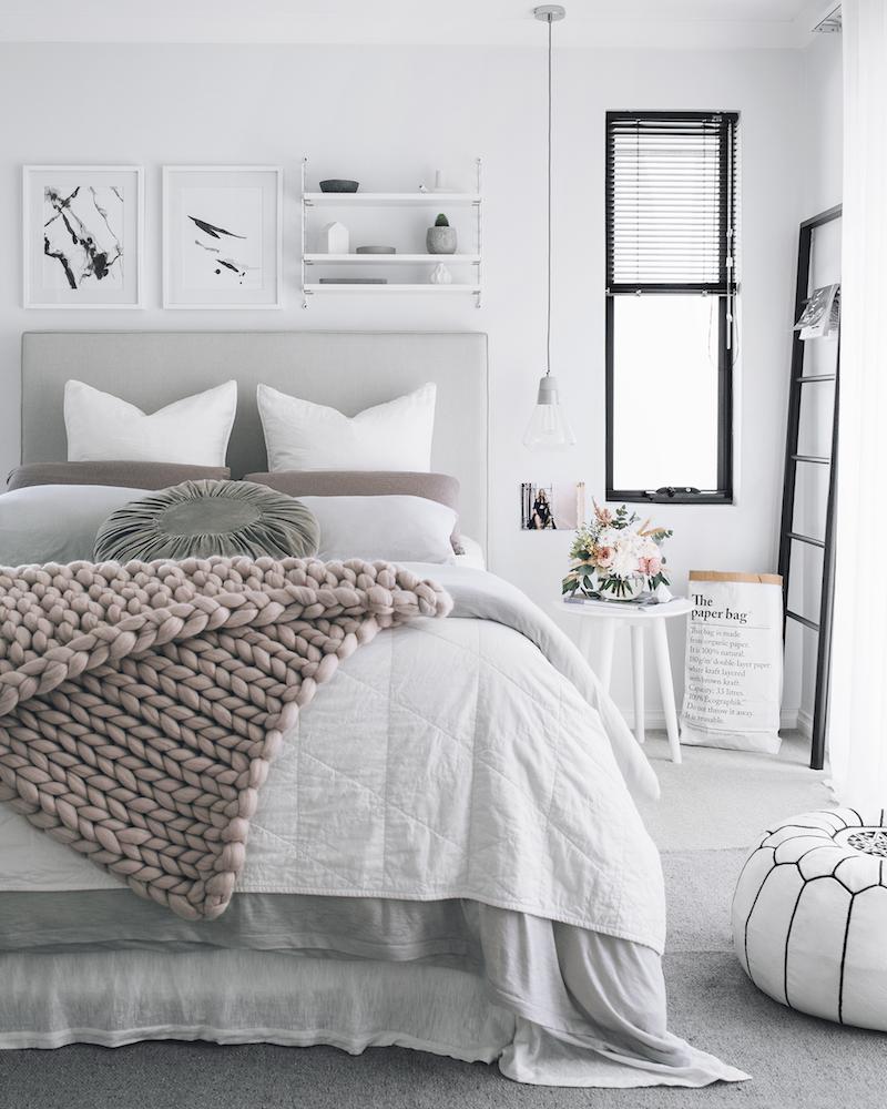 chambre rose et gris dominée-blanc-immaculé  Idée chambre, Deco