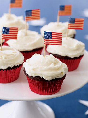 Chocolate-Peanut Butter Cupcakes #patriotic #4thofjuly