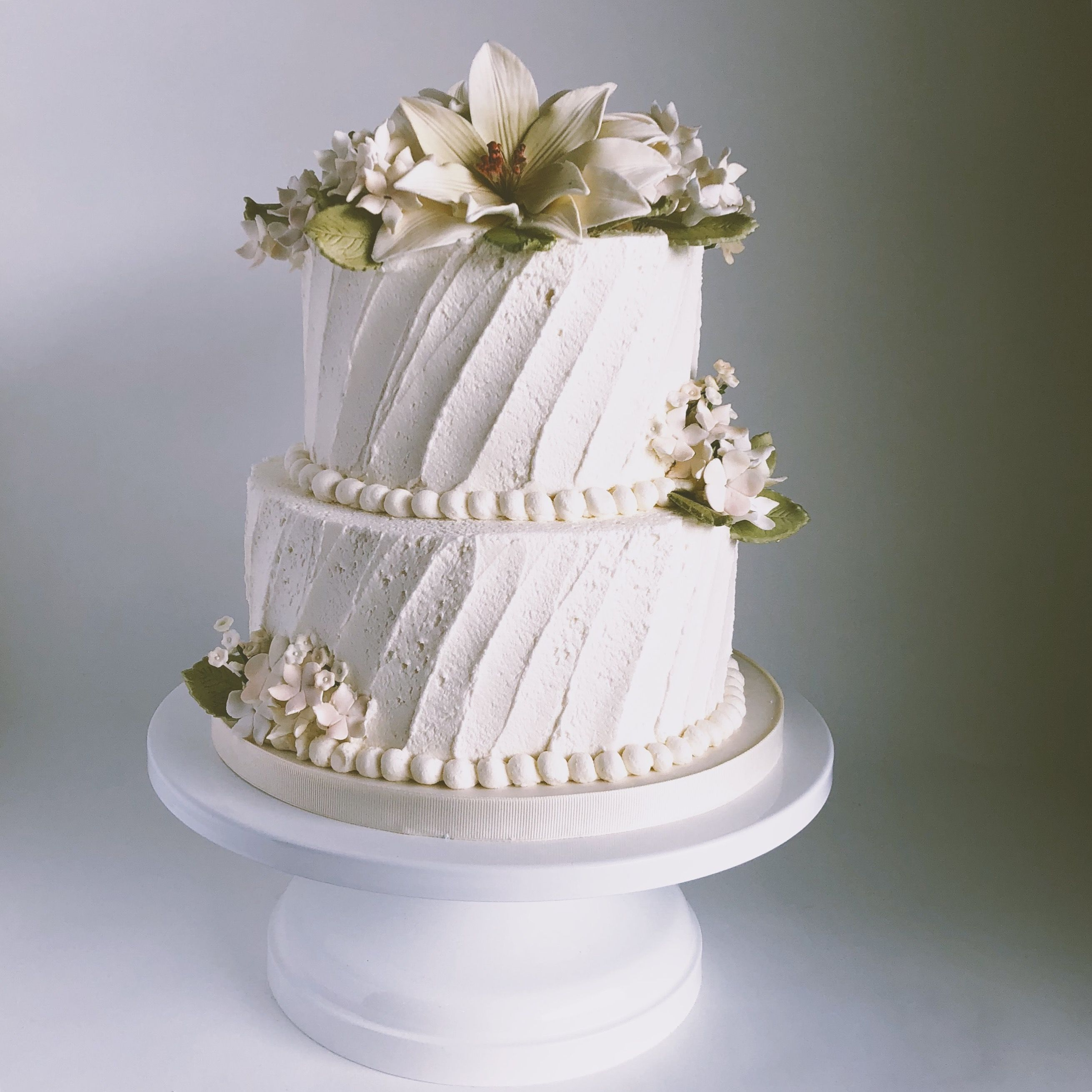 Beautiful classic and simple white buttercream wedding