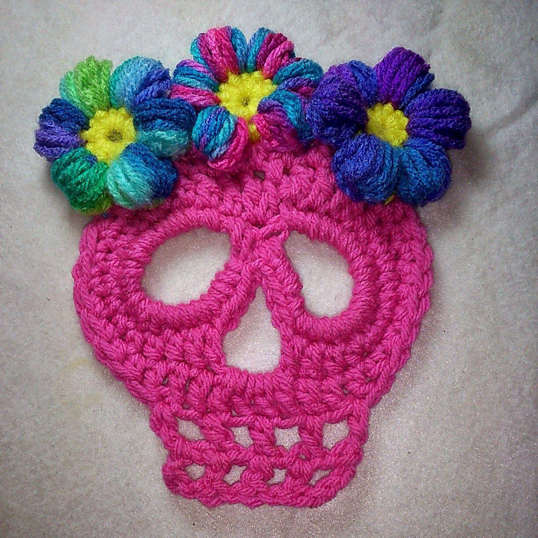 Crochet skull with flowers. \