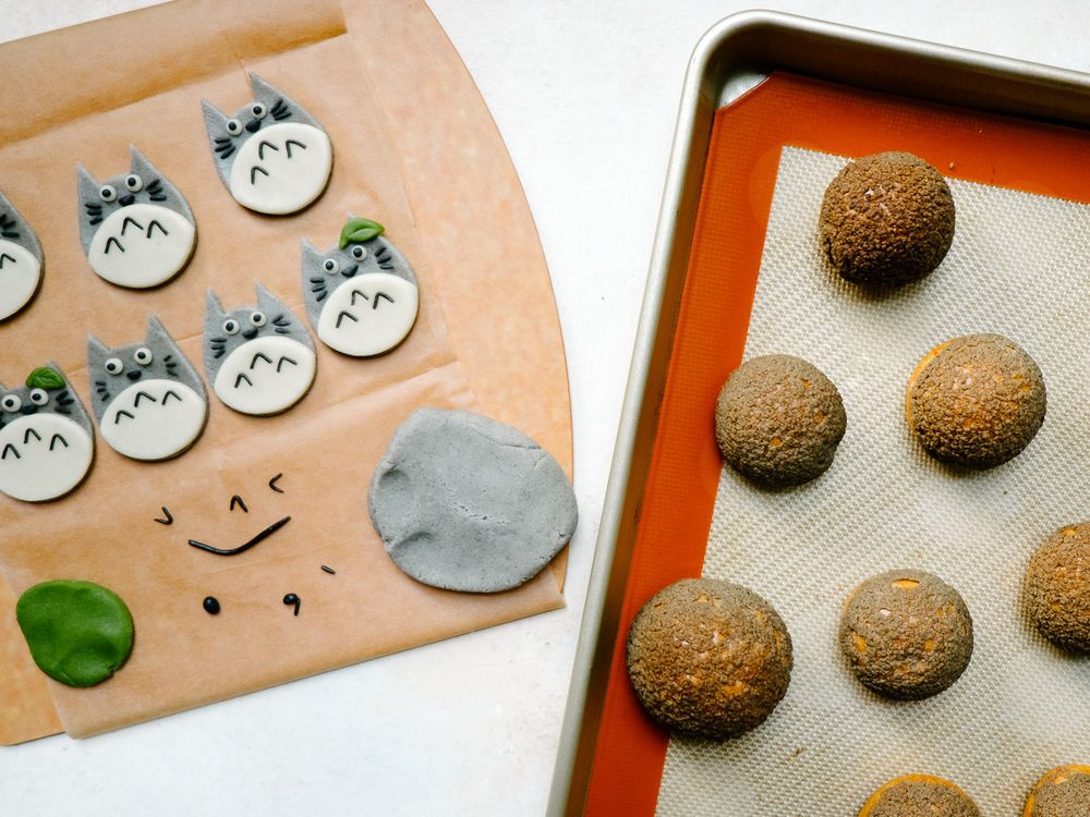 Black Sesame Craquelin Top Cream Puffs + #totoroweek!! — Fix Feast Flair