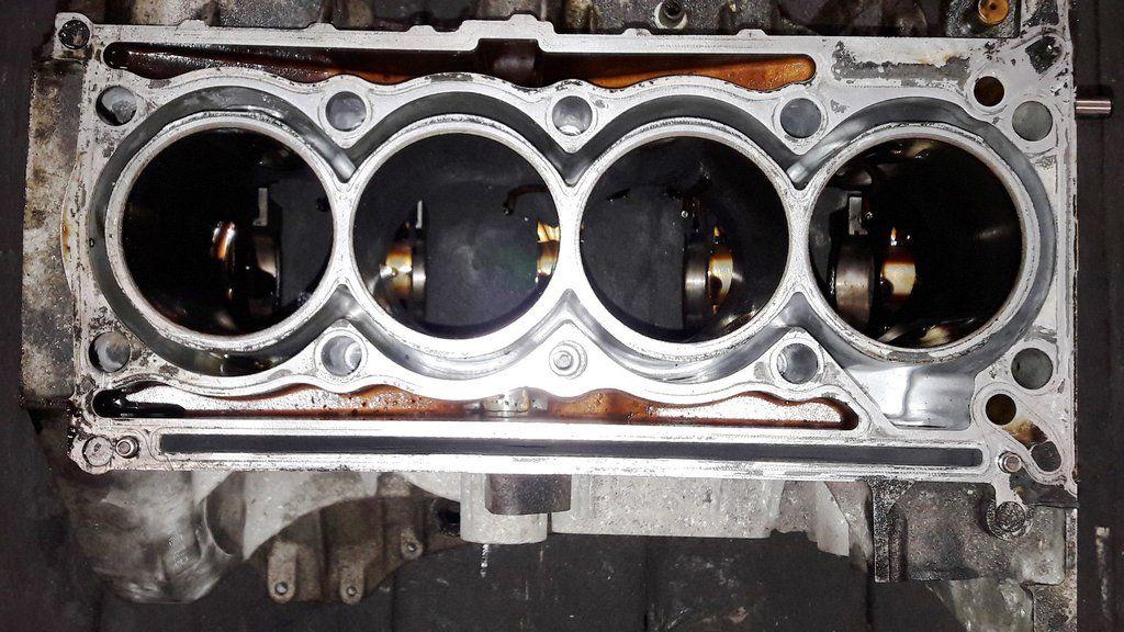 Engine cylinder block r 271 010 15 05r 271 010 1505 r