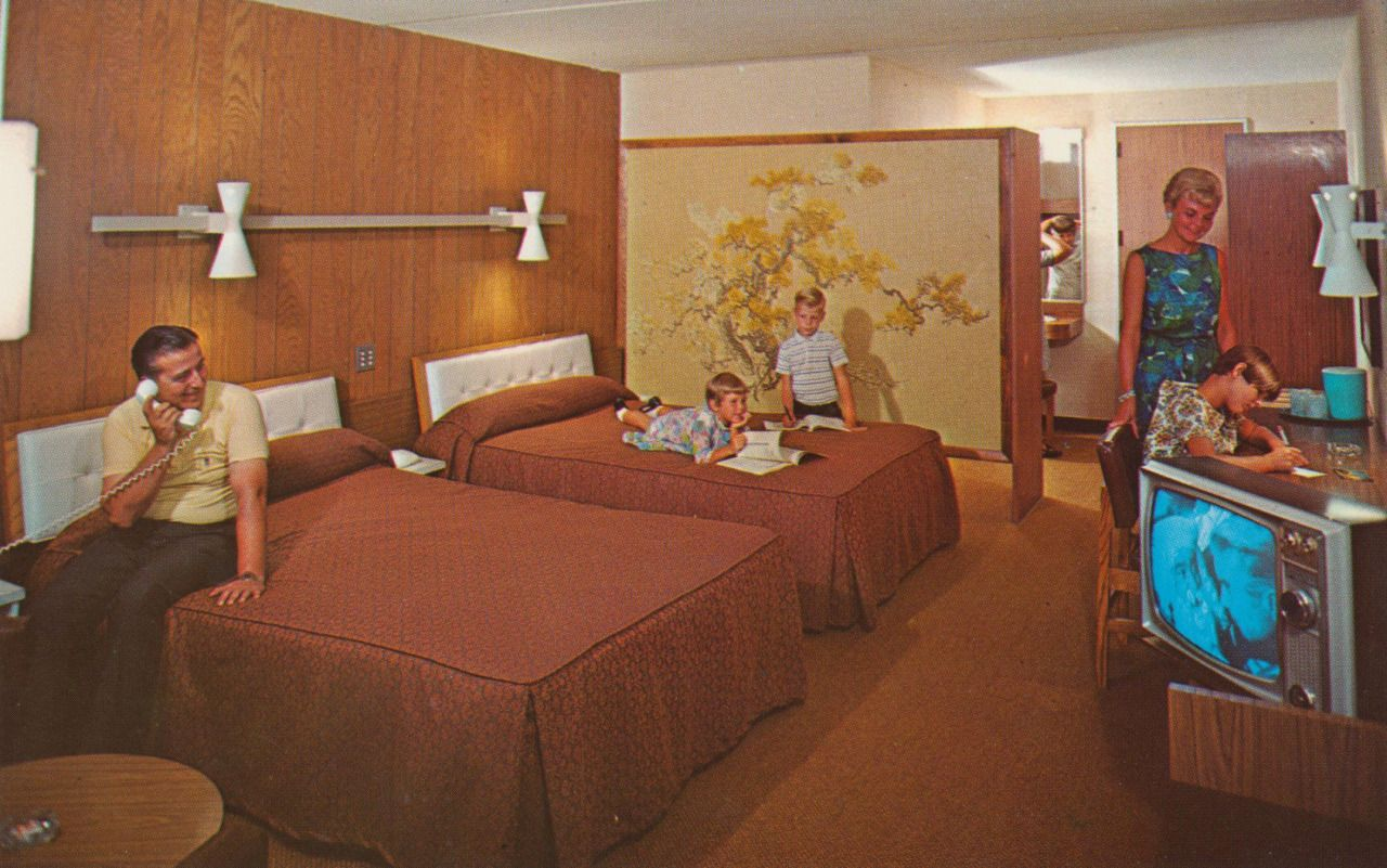 Interior of a 1960s howard johnson 39 s motor lodge hotel for Vintage hotel decor