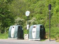 Rhône (69)   Installation d un lampadaire solaire au Nord de Lyon pour  éclairer une zone de collecte des déchets. 19f299a41ee3