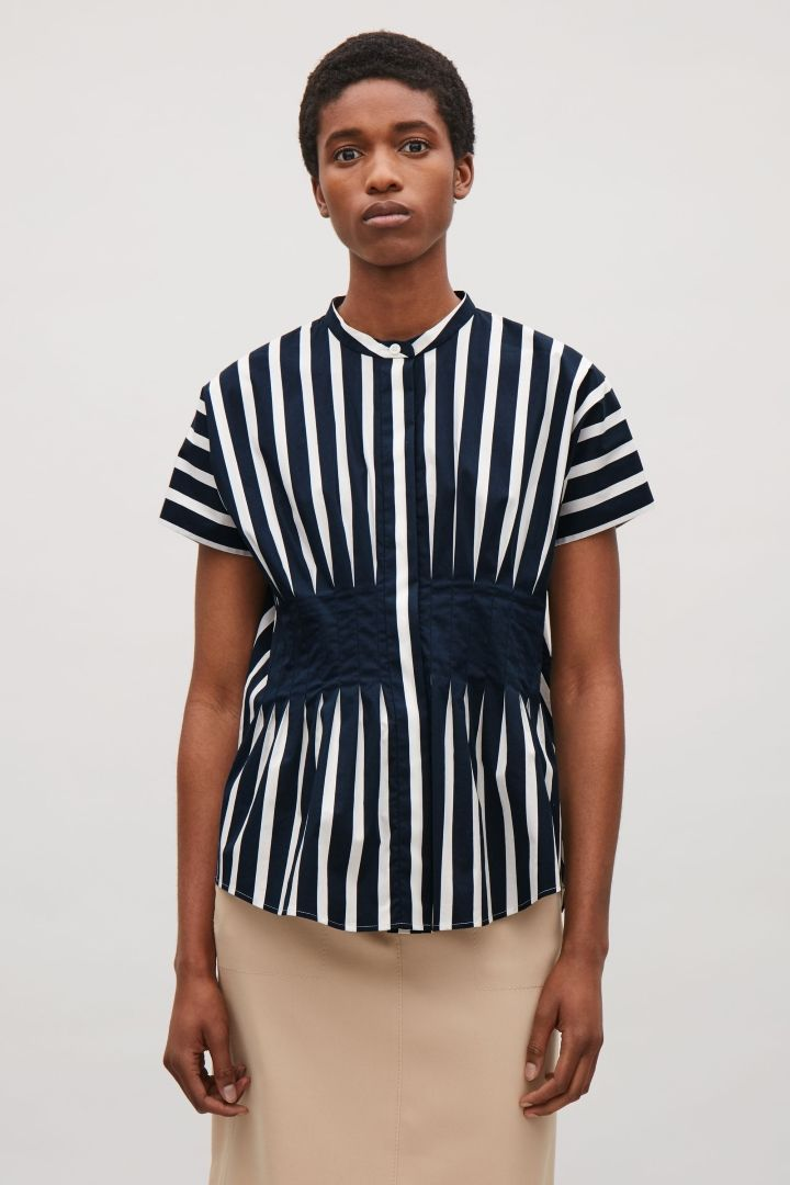 0e26059e3639fb COS image 2 of Waist-pleated shirt in Navy