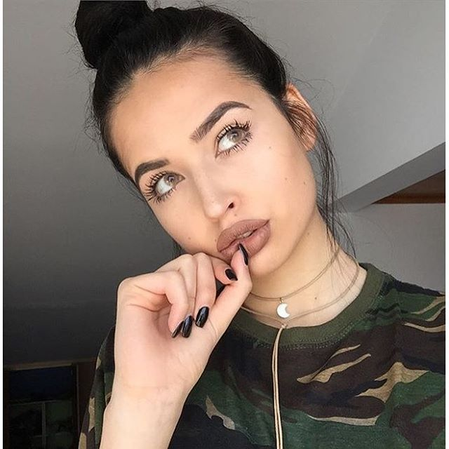 Pin By Saeer Has On Pretty Girls Hot Makeup Makeup Trends Nose Ring