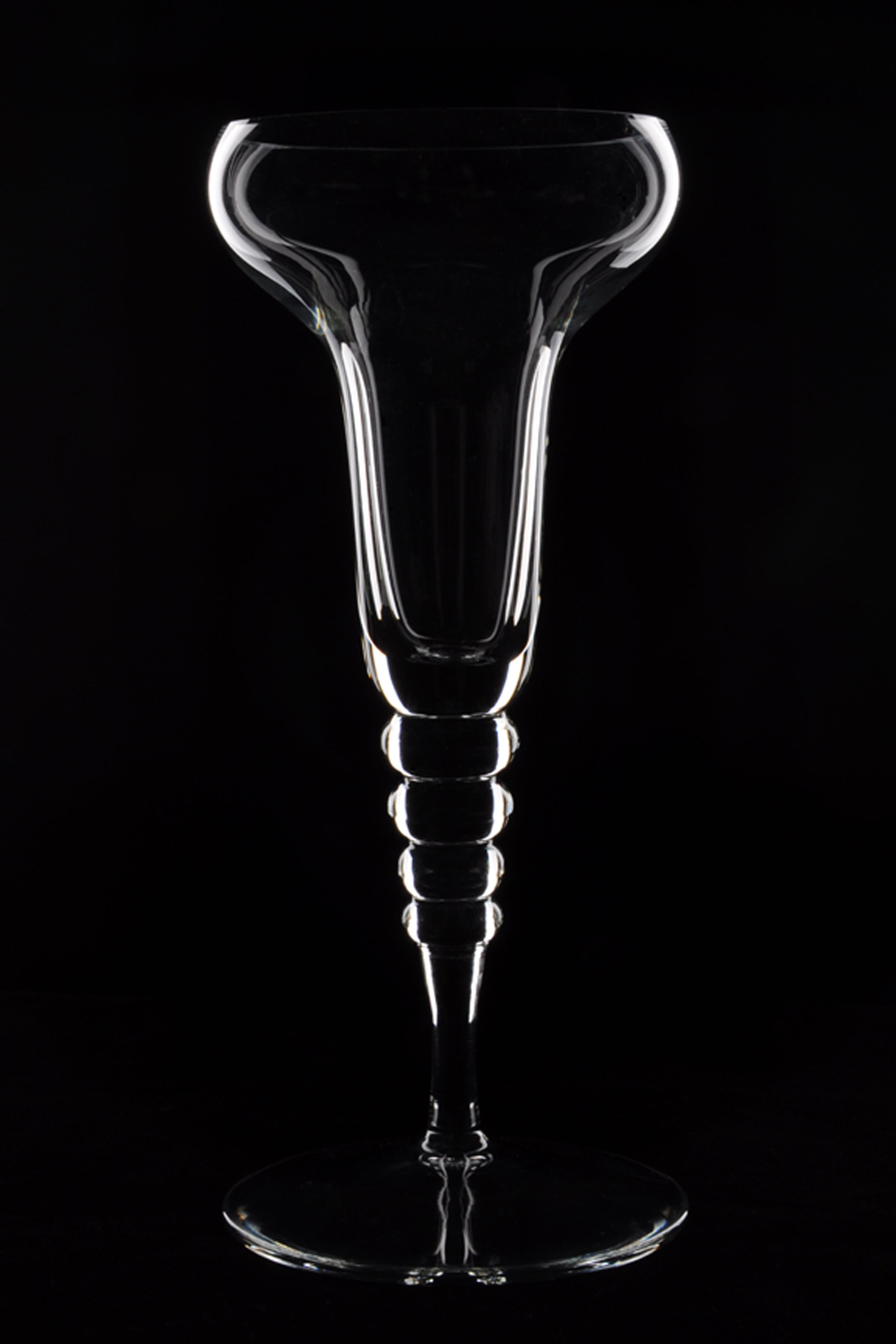 Tutorial lighting drinks and other product photography - Dark Field Lighting Glassware The Open Window Alumni Carmen Koetje Www Open Windowproduct Photographycarmen Goldsmith