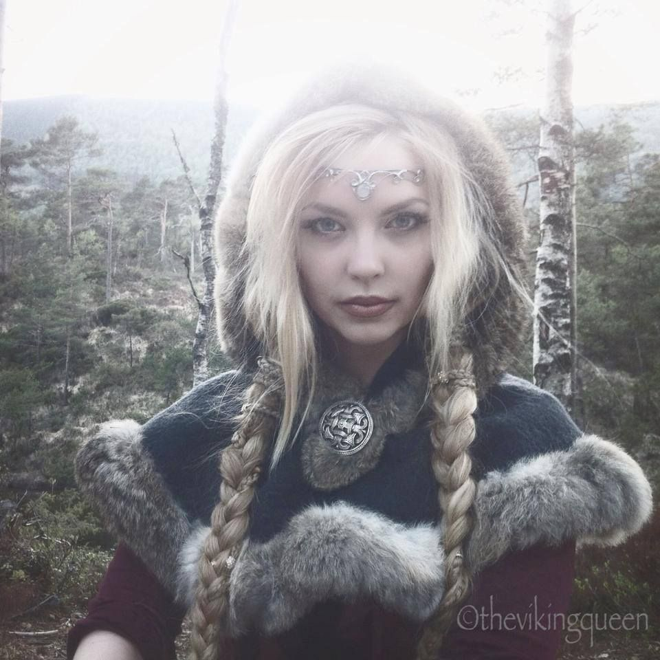 I Love Everything About This Picture It Is So Beautiful Copyright Thevikingqueen Larp Costume Viking Queen Larp